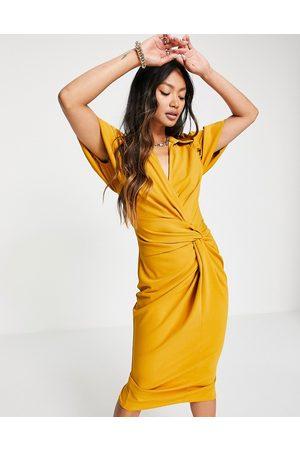 ASOS Mujer De noche - Vestido camisero midi mostaza cruzado con detalle anudado de -Amarillo