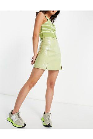 Muubaa Minifalda verde con abertura delantera de charol de
