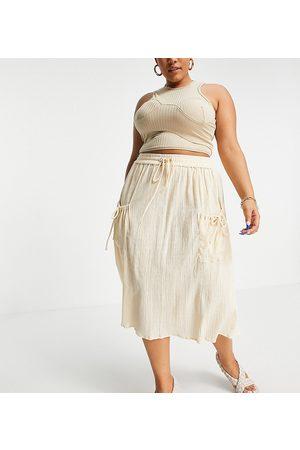 ASOS Falda midi color con cordón ajustable y acabado rugoso natural de ASOS DESIGN Curve-Blanco