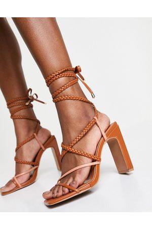 ASOS Sandalias tostada y beis de tacón con diseño de tiras anudadas a la pierna Neela de -Multicolor