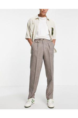 ASOS Pantalones de vestir marrones de talle alto y corte slim con diseño de hilos cruzados de