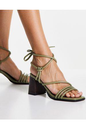 ASOS Sandalias con tacón medio y diseño de tiras anudado a la pierna Hollow de