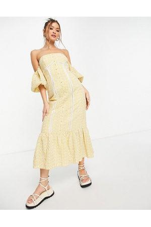 ASOS DESIGN Mujer De noche - Vestido midi amarillo a cuadros vichy con botones, escote Bardot y detalle bordado de -Multicolor