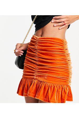 Collective The Label Minifalda naranja fruncida con volantes en el bajo de terciopelo de (parte de un conjunto)