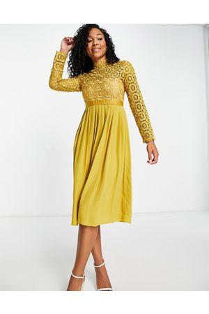 Little Mistress Mujer Midi - Vestido color mostaza plisado de -Amarillo