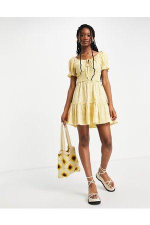 Lipsy Vestido corto a cuadros vichy amarillos estilo mesonera de -Multicolor