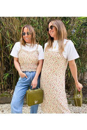 Labelrail Vestido midi de tirantes con estampado de florecitas y detalle de volantes de x Collyer Twins-Blanco