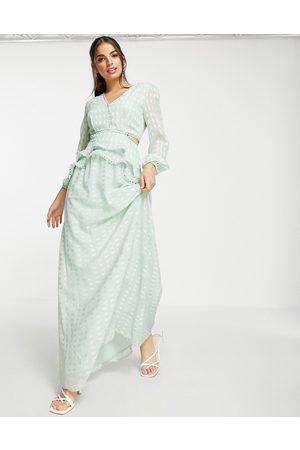Lipsy London Vestido largo verde suave escotado de