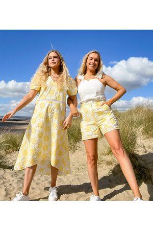 Labelrail Mujer De verano - Vestido midi de corte amplio con inserto de ribete y diseño bordado de x Olivia & Alice