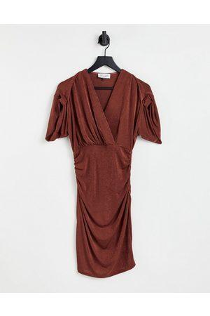 closet london Vestido midi cruzado con mangas fruncidas de