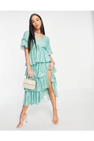 In The Style Vestido midi con estampado floral, volantes y diseño escalonado de x Stacey Solomon-Multicolor