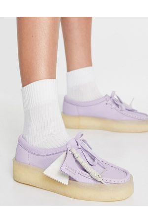 Clarks Mujer Plataformas - Zapatos lilas con plataforma plana de nobuck Wallabee Cup de -Violeta