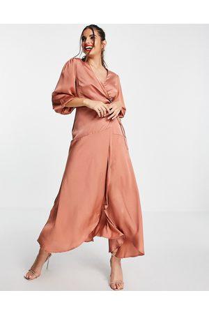 Liquorish Mujer De noche - Vestido midi marrón claro cruzado con mangas abullonadas de