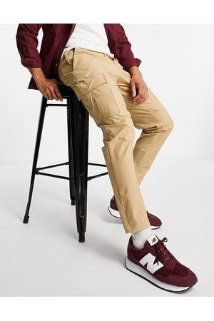SELECTED Pantalones beis cargo de corte tapered slim de -Beis neutro