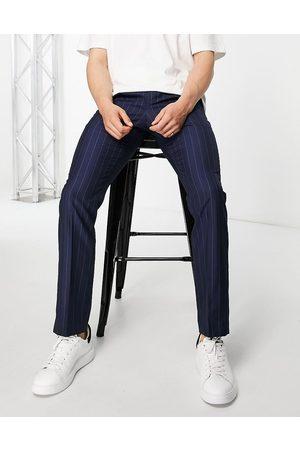 French Connection Pantalones a rayas de corte slim de -Azul marino