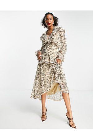 ASOS Mujer De noche - Vestido midi escotado con estampado de leopardo, volantes y ribetes de encaje de -Multicolor