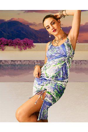 ASOS Mujer De noche - Vestido midi fruncido con tirantes finos anudados y estampado de azulejos de satén de