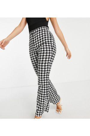 ASOS Mujer Pantalones slim y skinny - Pantalones de campana de corte slim con estampado de pata de gallo de ASOS DESIGN Petite-Multicolor