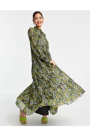 ASOS Mujer De noche - Vestido largo escalonado con estampado de florecitas de