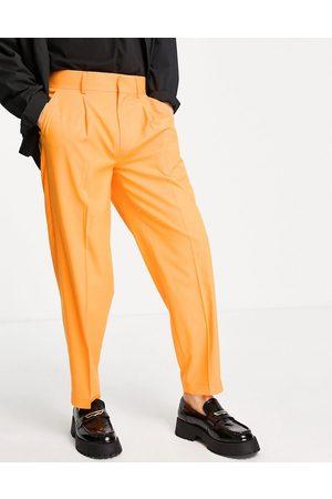 ASOS Pantalones de vestir naranjas de corte tapered extragrande de