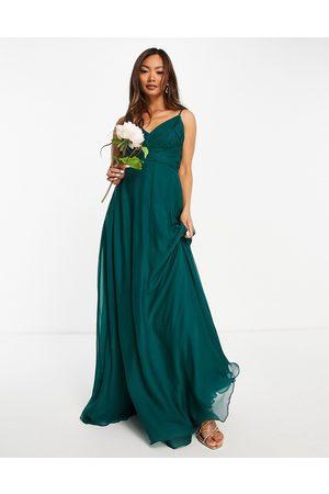 ASOS Vestido largo de tirantes con cuerpo fruncido y lazo en la cintura de -Verde