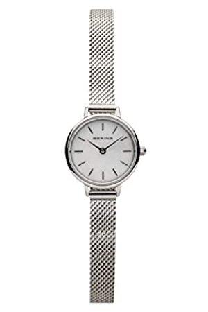 Bering Reloj Analógico Classic Collection para Mujer de Cuarzo con Correa en Acero Inoxidable y Cristal de Zafiro 11022-004