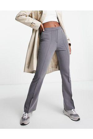 ASOS Pantalones grises de corte campana slim de