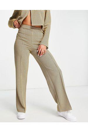 ASOS Pantalones de traje color mostaza de corte acampanado y pernera ancha con estampado geométrico de punto de -Multicolor