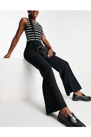 MANGO Pantalones negros de pernera ancha con aberturas en los bajos de