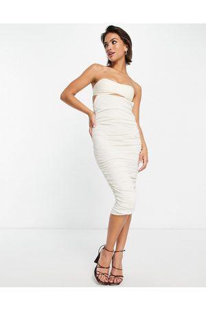 ASOS Vestido midi color ajustado con escote palabra de honor, diseño fruncido y acabado flameado de lino de -Beis neutro