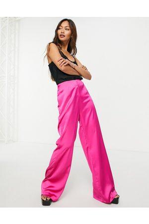 Flounce London Pantalones rosa fucsia de campana de satén de (parte de un conjunto)